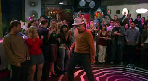 Marshall-Dancing-how-i-met-your-mother-1062447_500_276